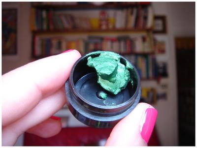 MUFE Aqua Cream: 22 emerald green
