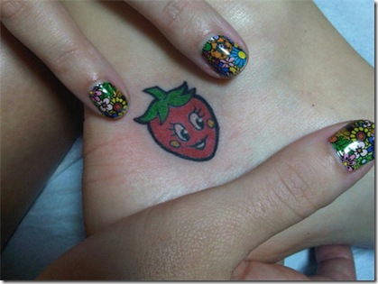 katy_perry_strawberry_tattoo_large