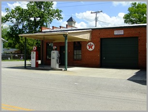 Texaco Station in Downtown Wartrace