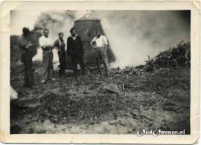 1947_Lemelerberg-houtskoolbranden02bw--.jpg