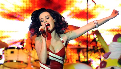 gallery_main-katy-perry-concert-titties-009