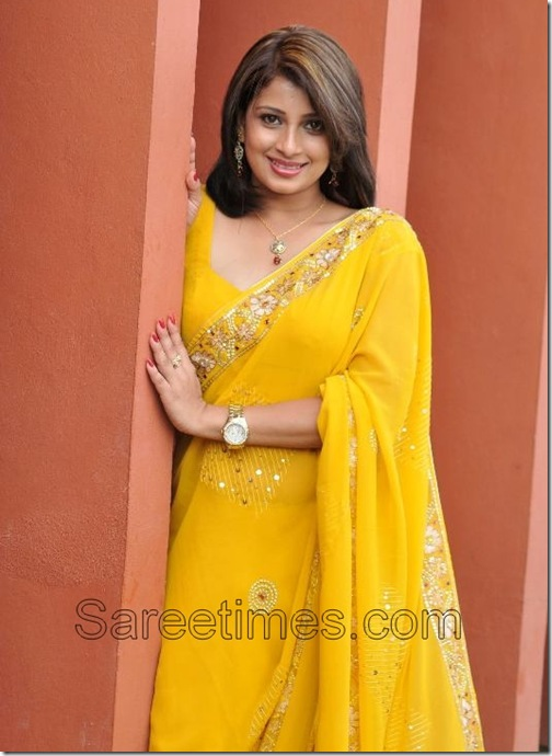 Nadeesha_Hemamalini_Yellow_Saree
