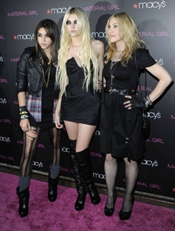 20100922-madonna-macys-material-girl-launch-party-128