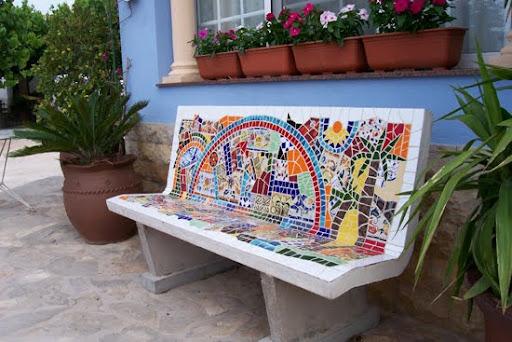 decorar bancos de piedra con mosaicos