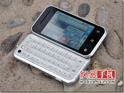 Motorola-Backflip-ME600-Android-available-China-4