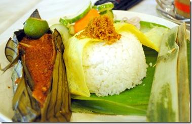nasi ikan kukus asam pedas