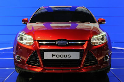 2012 Ford Focus Wagon-02.jpg