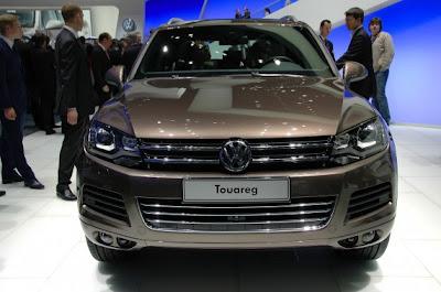 2011 Volkswagen Touareg-02.jpg
