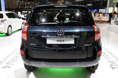 2011 Toyota RAV4-03.jpg