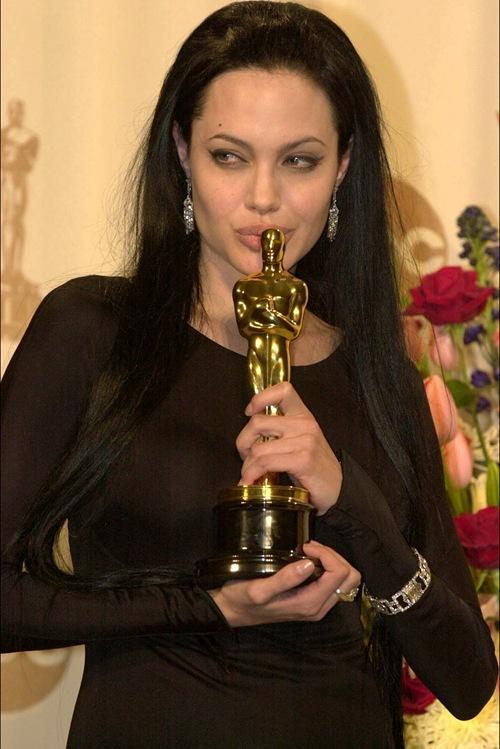 AngelinaJolie_Oscar-721273