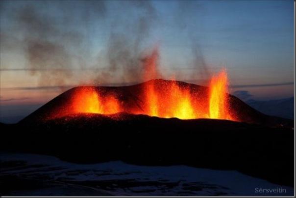Uma erupção do vulcão islandês (12)