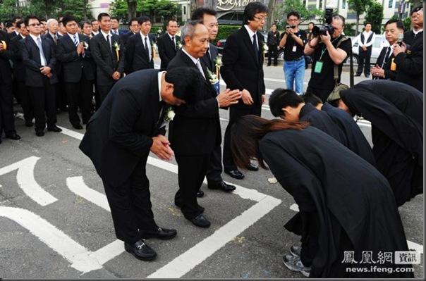 funeral de chefe de máfia de Taiwan (5)