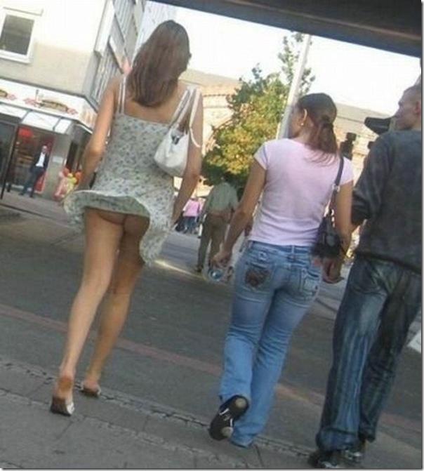 Belas garotas de mini saia   vento = Uma combinação perfeita (50)