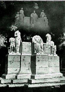 Monumento destruido