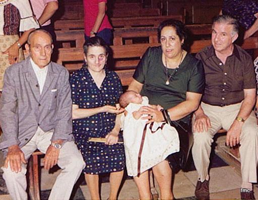 Paco recién nacido con sus cuatro abuelos: Pepe y Concha y Lola y Pepe