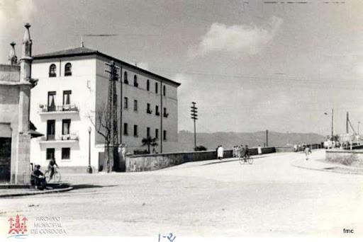 Esquina de la Ermita, pisos de Renfe y viaducto.
