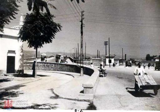 Lateral de la Ermita, viaducto y entrada a la estación.