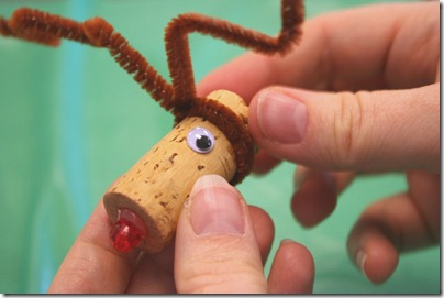 reindeer_cork_ornament_07
