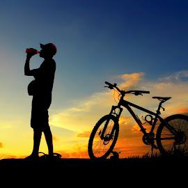 mampir ngombe by Wartono Kumpulono - Transportation Bicycles