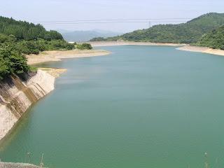 上流よりダム湖を望む