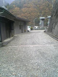 雨畑ダム監視所内部