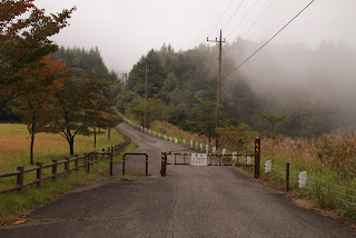 天端へ続く道のゲート