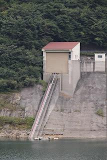 右岸ダムサイトよりインクラインを望む