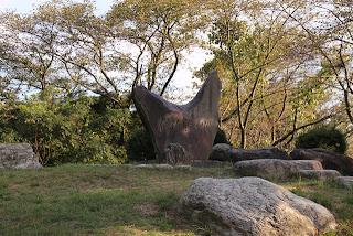 伊坂貯水池の石碑