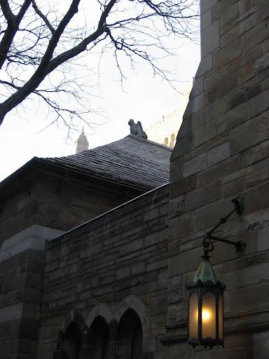 Fenjeri i lampe 059+-+Yale+-+mracne+ulice,+gasni+fenjeri,+djavoli+po+krovovi