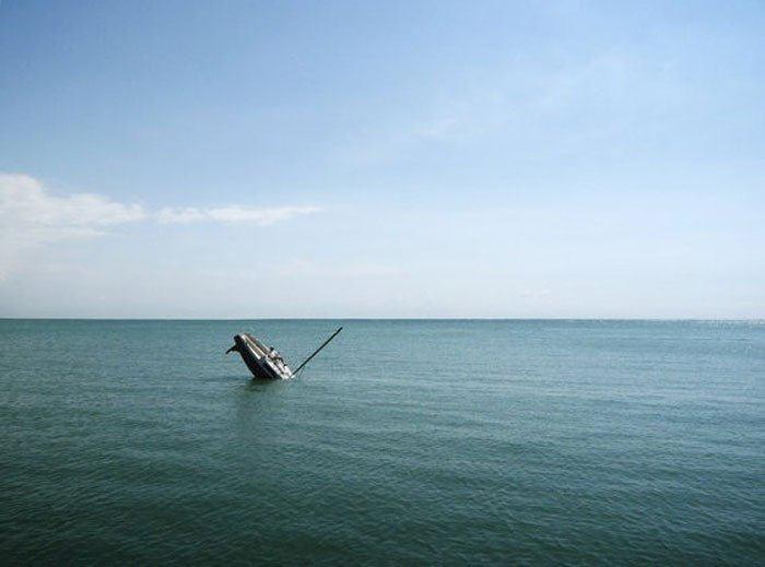 sinking-boat (3)
