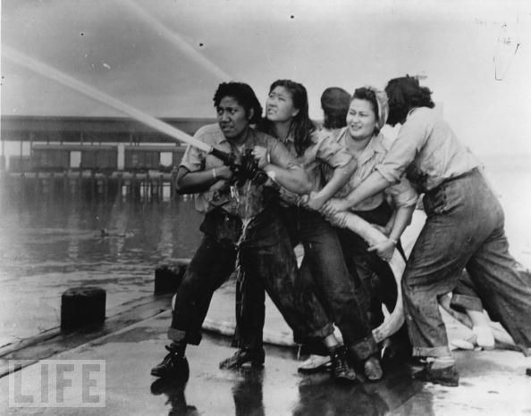 did the women in world war Through images in its collections, this website explores women's role in war work during the second world war women under fire text depicting the life of a young woman entering the world of work for the first time during wwii.