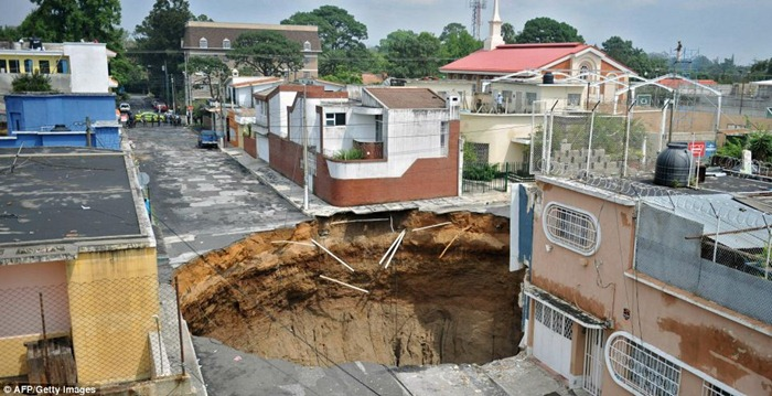 guatemala-hole (1)