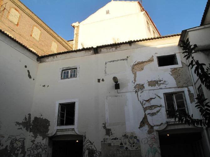 Street Art Alexander Farto Makes Art By Scratching Walls