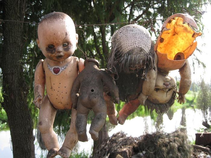 island-of-dolls-13
