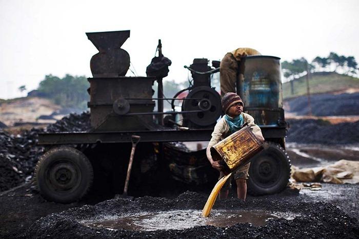 India-Child-Coal.01
