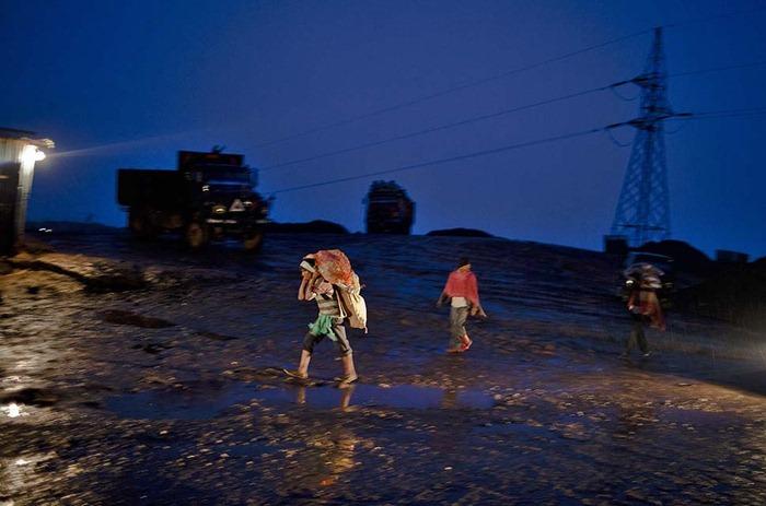 India-Child-Coal.23