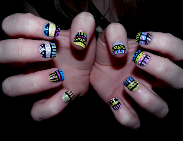 PSYCHEDELIC AZTEC NAILS 3