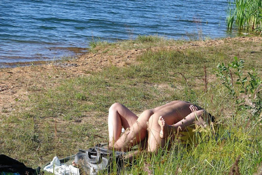 kupanie-v-neobichnih-mestah-erotika