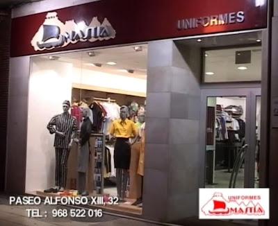 Tienda de uniformes en el paseo Alfonso XIII, de Cartagena