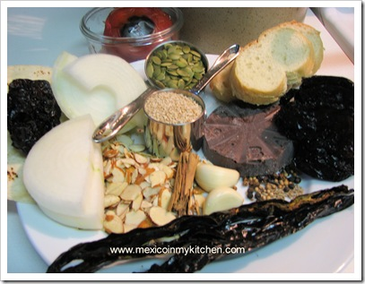 in My Kitchen: How to Make Mole Poblano / Cómo Hacer Mole Poblano ...