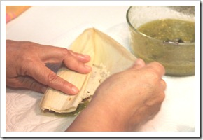 chicken tamales in green sauce-7