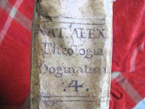 Autor y título manuscrito.