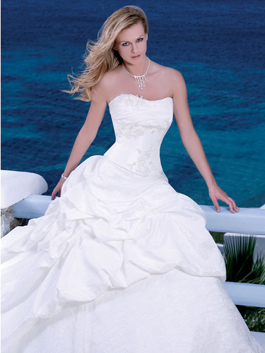 Modern Celebrity Wedding Dresses : There are so many types of wedding dresses modern dress them