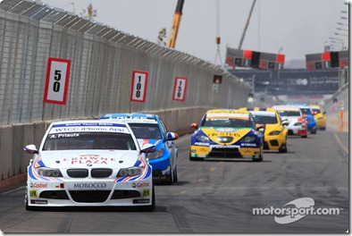 02.05.2010 Marrakech, Morocco, Andy Priaulx (GBR), BMW Team RBM, BMW 320si leads Yvan Muller (FRA),  Chevrolet, Chevrolet Cruze LT - WTCC, Marrakech, Morocco, Rd. 05-06 - www.xpb.cc, EMail: info@xpb.cc - copy of publication required for printed pictures. Every used picture is fee-liable. © Copyright: Schaber / xpb.cc