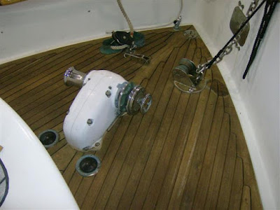 Teak%20Deck%20Work%2011%2024%2009%20%282%29%20%28Small%29.JPG