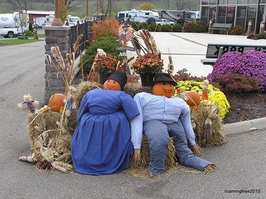 Amish straw couple