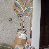 Це дерево на стіні місцевого клюбу теж було створено в рамках фесту. Як і сміття...