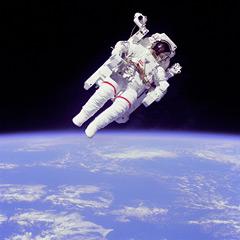 [フリー画像] 人物, 人と風景, 自然・風景, 天体・宇宙, 宇宙飛行士, 地球, 201006142200