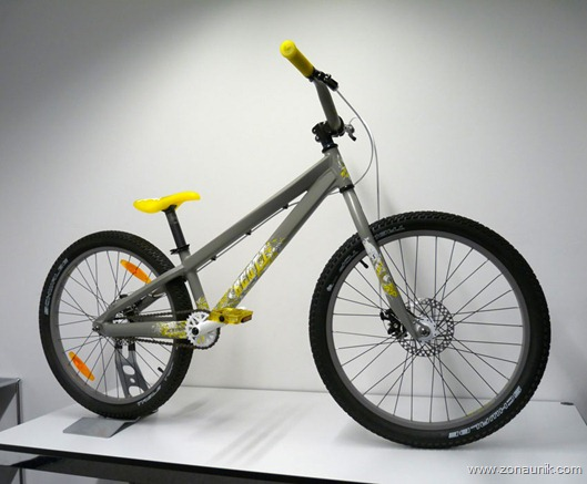 scott-bicycles-voltage-24-dirt-jump-mountain-bike01