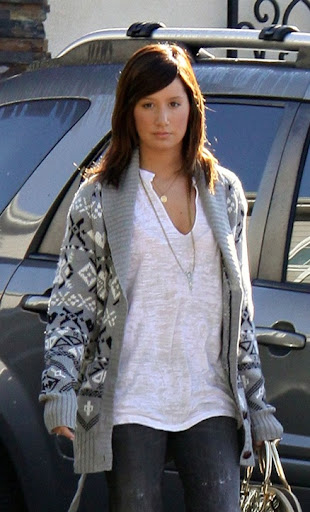 IMAGE ID # 1783265 Ashley Tisdale revealed an even darker do as she visited a Los Angeles, CA office building today.<br /> <br /> CR: RIV/Fame Pictures<br />  01/07/2009 --- Ashley Tisdale --- (C) 2008 Fame Pictures, Inc. - Santa Monica, CA, U.S.A - 310-395-0500 / Sales: 310-395-0500